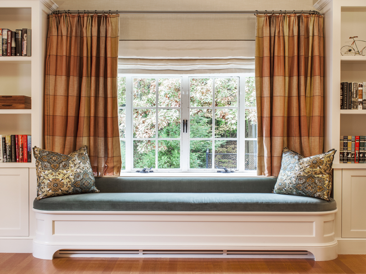 12_KMID_Window-Seat_Curtains_Bokkshelves
