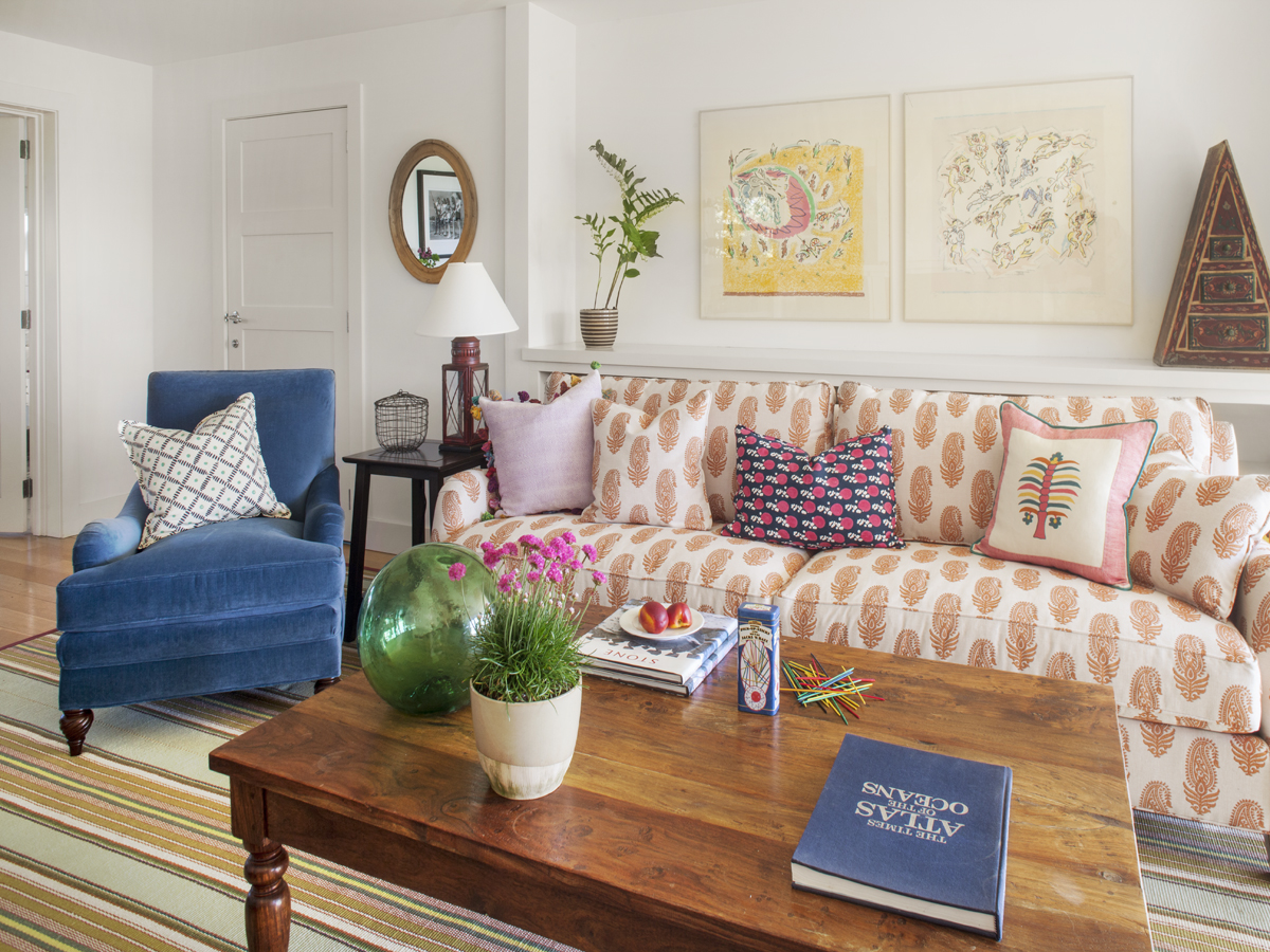 13_Kate MaloneyInteriorDesign_MarthasVineyard_library_sofa