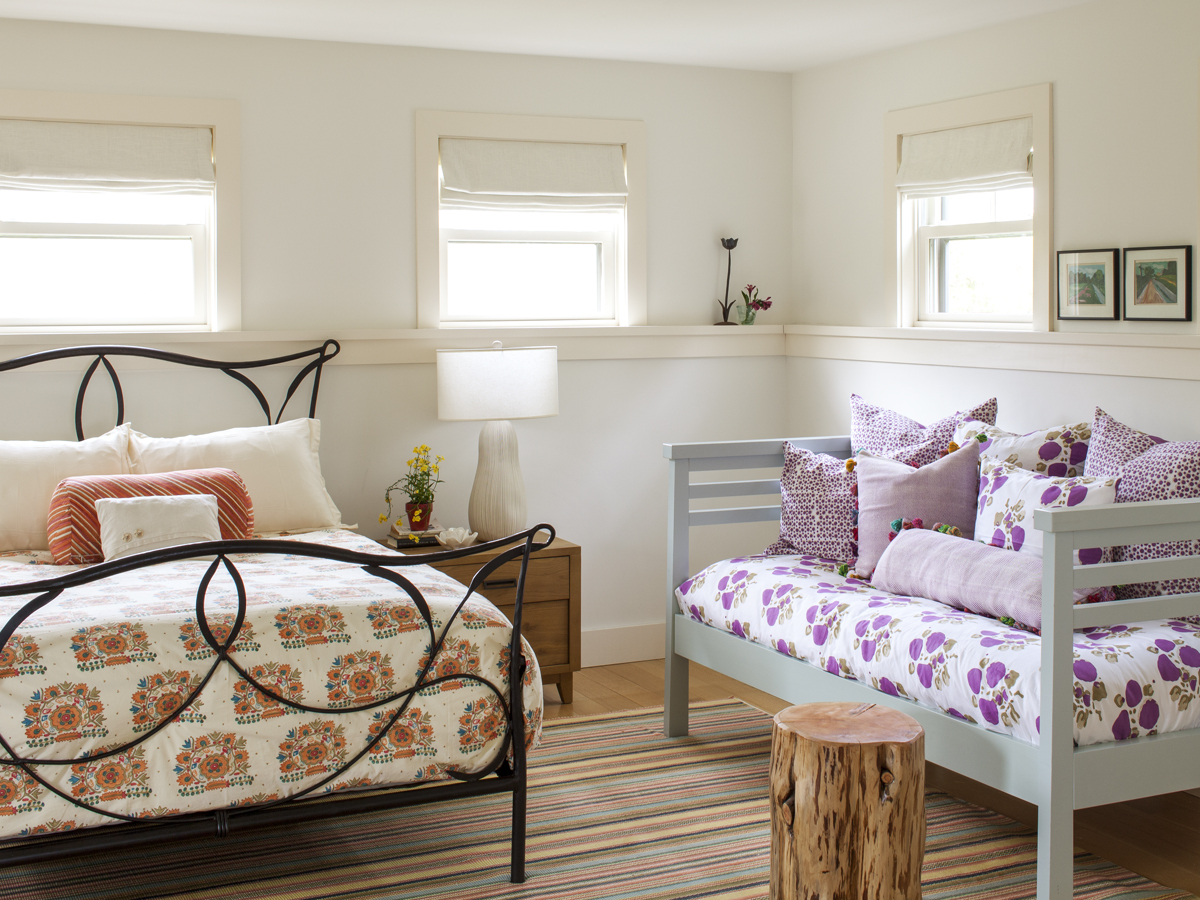 15_Kate MaloneyInteriorDesign_MarthasVineyard_guest bedroom