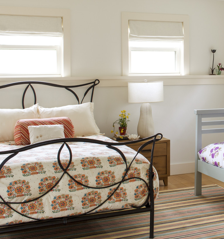 15_Kate-MaloneyInteriorDesign_MarthasVineyard_guest-bedroom
