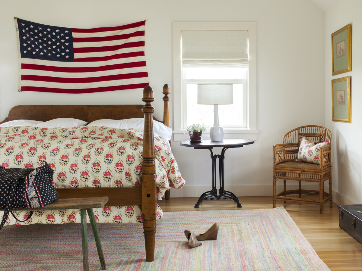 17_Kate MaloneyInteriorDesign_MarthasVineyard_american flag_Bedroom