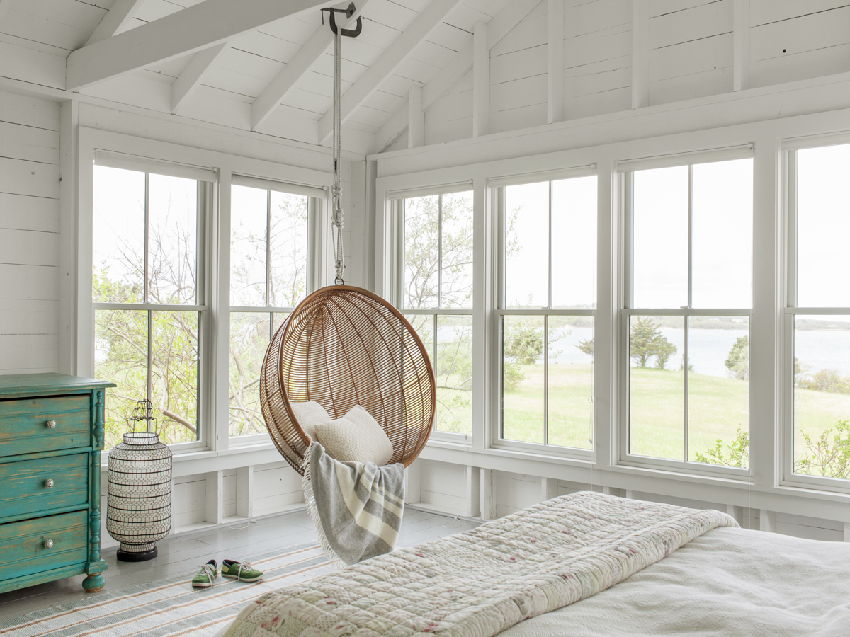 23_Kate MaloneyInteriorDesign_MarthasVineyard_Swing Chair