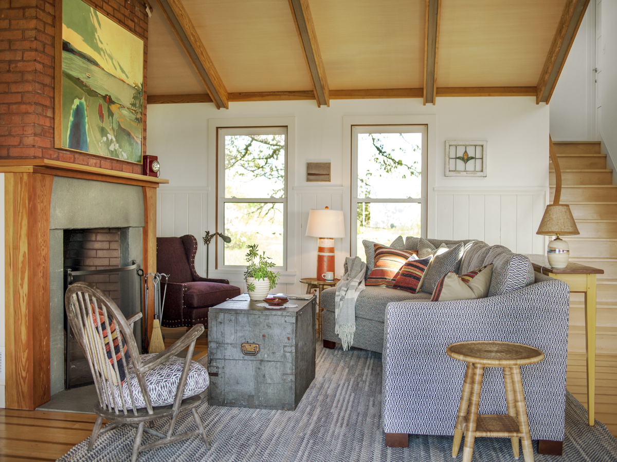 7_Kate MaloneyInteriorDesign_MarthasVineyard_Family Room_Sofa_Sectional